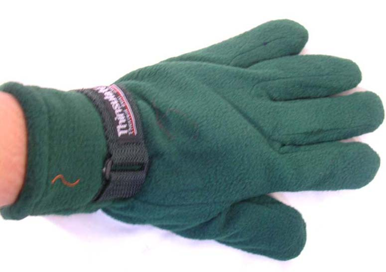 Ployester winter glove with adjustable bend on wrist