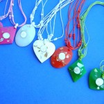 wholesale Silver Jewelry Supplier. Hot spring seashell chip in resin designed pendant on multi string necklace.