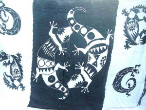Wholesale Hippie Clothing. black and white large gecko sarong.