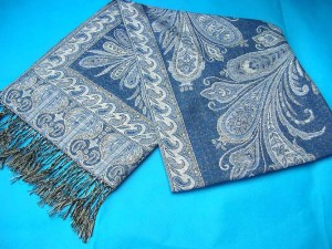 china shawl exporter. gold-thread-embroidery-shawl.
