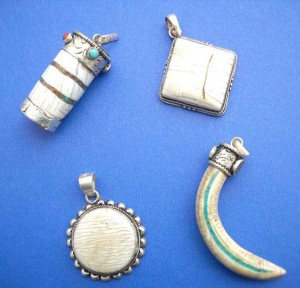 Jewelry Broochs pendants wholesale. Ancient beautiful collection, sterling silver animal teeth pendant, randomly picked by our warehouse staffs.