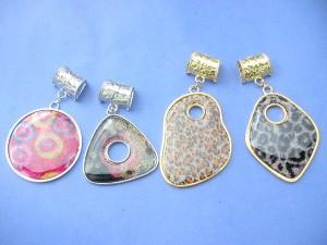 large fashion pendant in animal skin and other fashionable designs