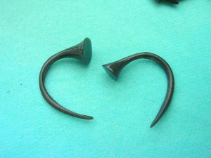 water buffalo horn tapered claw earrings