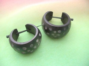 horn stick huggie with white dots