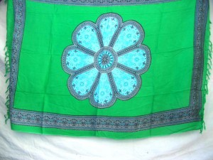 large daidy in middle green sarong