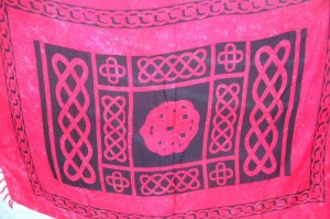 dark pink celtic knotwork sarong
