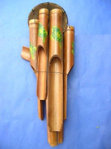medium size green color turtles painting bamboo wind chime made in Bali Indonesia 17 to 18 inches long from top coconut to end of the longest bamboo pipe