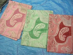 pashmina shawl goldthread  55% pashmina and 45% silk blended or 100% pashmina