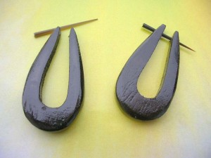 black sono wood pin earring large U