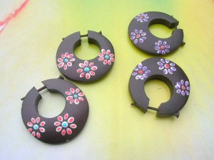 Daisy flower painting wooden flat hoop earrings with stick