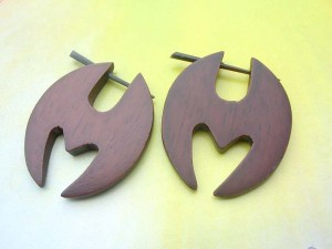 H design wooden pin earrings
