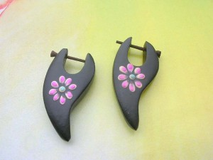 painting flower wooden peg ear ring