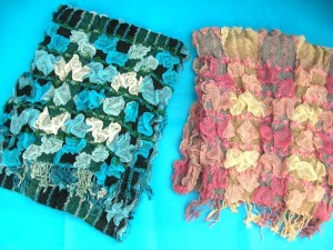 bumpy-bubble-scarf-shawl-05b