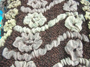 bumpy-bubble-scarf-shawl-05e