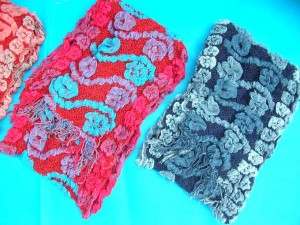bumpy-bubble-scarf-shawl-06b