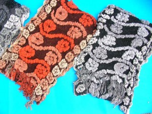 bumpy-bubble-scarf-shawl-06f