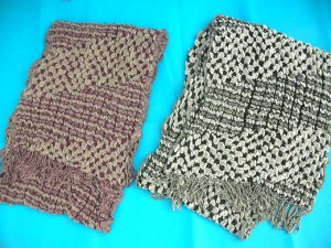 bumpy-bubble-scarf-shawl-07d