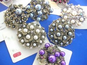 faux-pearl-retro-vintage-brooches-1b-pins