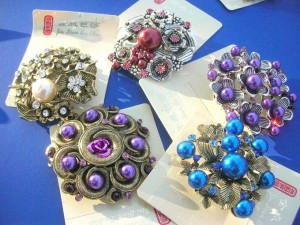 faxu pearl retro vintage brooches and pins 2.15 inches in diameter