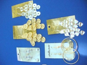 mixed designs of fashion earrings in silver and gold tone