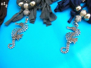 jewelry-scarf-necklace-4cflower-seahorse-pendants