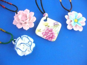 porcelain-pendant-necklaces-1b