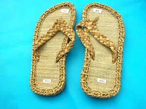 straw-bubber-men-sandal-2a