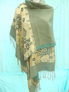 thicker pashmina shawl in gold thread pailey designs on border 100% pashmina mixed colors randomly picked by our warehouse staffs  70 inches long (notinclude tassels), 27 inches wide