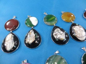 gemstone-seashell-pendant-1d