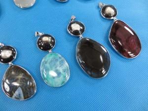 gemstone-seashell-pendant-2c