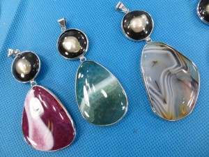 gemstone-seashell-pendant-2d