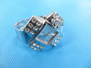 rhinestone-bangle-watch-10a
