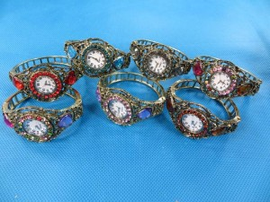 rhinestone-retro-bangle-watches-2a
