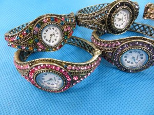 rhinestone-retro-bangle-watches-3c