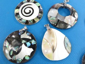 seashell-mosaic-pendants-1b