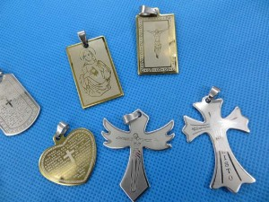stainless steel croos design pendants pendant size around 1.5 to 2 inches in length