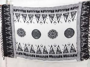 Irish celtic design black and white sarong