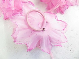 feather-glitter-flower-corsage-brooch-pin-ponytail-holder-11b