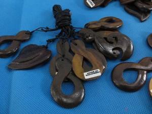 bali-wooden-pendant-necklace-1b