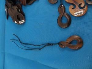 bali-wooden-pendant-necklace-1c