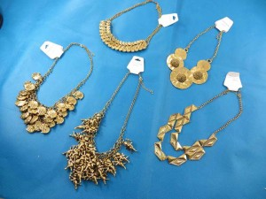 bib-necklaces-gold-tone-1a