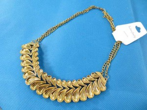 bib-necklaces-gold-tone-1b
