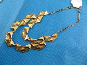 bib-necklaces-gold-tone-1c