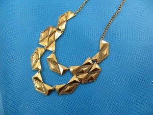 bib-necklaces-gold-tone-1f