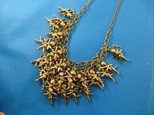 bib-necklaces-gold-tone-1i
