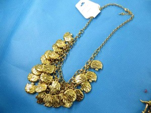 bib-necklaces-gold-tone-1k