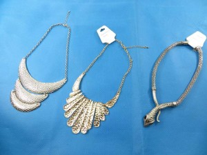 bib-necklaces-silver-tone-2a