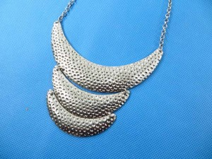 bib-necklaces-silver-tone-2i