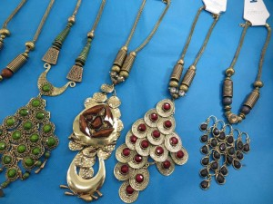 chuncky-vintage-retro-necklaces-20ae