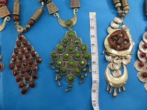chuncky-vintage-retro-necklaces-20ah